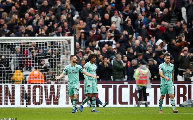Trắng tay trước West Ham, ác mộng lại vây quanh Arsenal