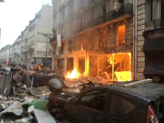 NÓNG: Nổ lớn làm rung chuyển Paris, chưa rõ nguyên nhân - ảnh 1