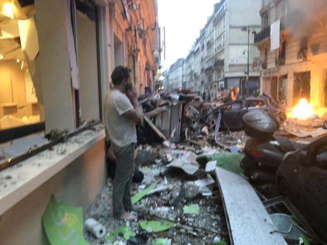 NÓNG: Paris rung chuyển vì vụ nổ lớn trong tiệm bánh, nghi ngờ rò rỉ khí ga - Ảnh 3.
