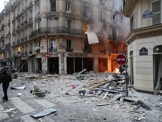 NÓNG: Paris rung chuyển vì vụ nổ lớn trong tiệm bánh, nghi ngờ rò rỉ khí ga - Ảnh 1.
