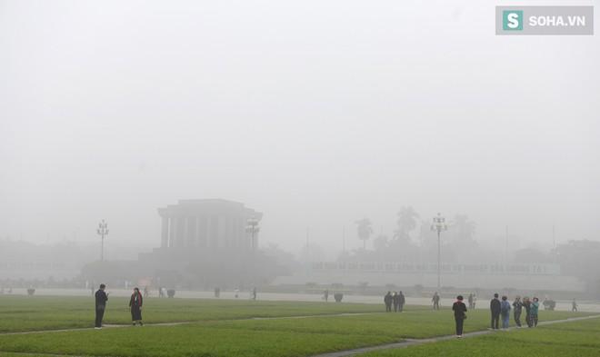Hiện tượng sương mù kỳ thú sáng nay tại thủ đô Hà Nội - Ảnh 6.