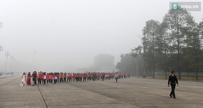 Hiện tượng sương mù kỳ thú sáng nay tại thủ đô Hà Nội - Ảnh 5.