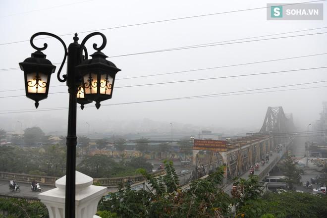 Hiện tượng sương mù kỳ thú sáng nay tại thủ đô Hà Nội - Ảnh 1.