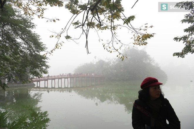Hiện tượng sương mù kỳ thú sáng nay tại thủ đô Hà Nội - Ảnh 8.