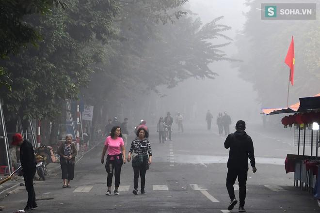 Hiện tượng sương mù kỳ thú sáng nay tại thủ đô Hà Nội - Ảnh 7.