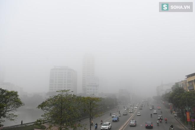 Hiện tượng sương mù kỳ thú sáng nay tại thủ đô Hà Nội - Ảnh 11.