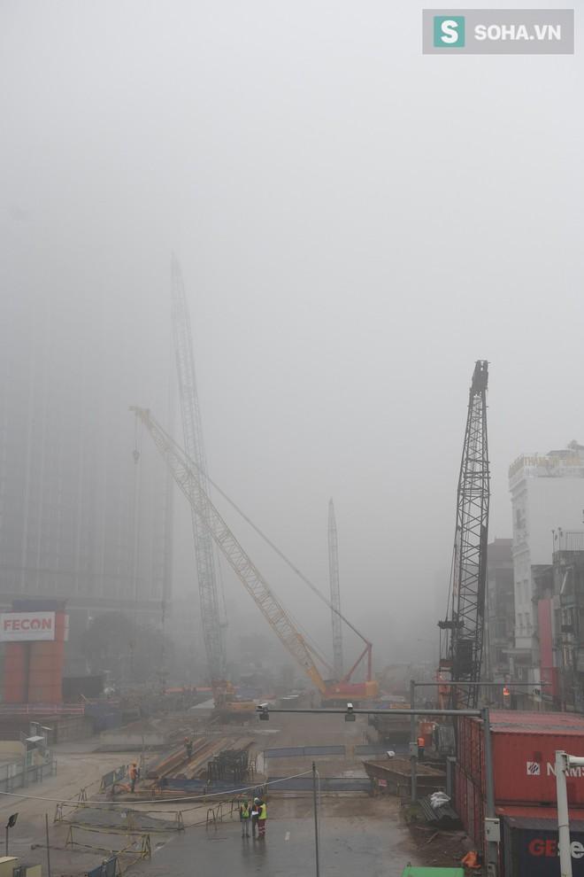 Hiện tượng sương mù kỳ thú sáng nay tại thủ đô Hà Nội - Ảnh 16.