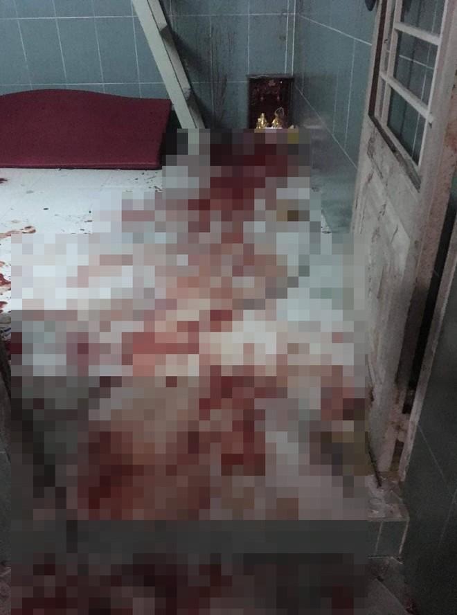 20 giang hồ Sài Gòn vác mã tấu chém gục 4 thanh niên trong phòng trọ  - Ảnh 2.