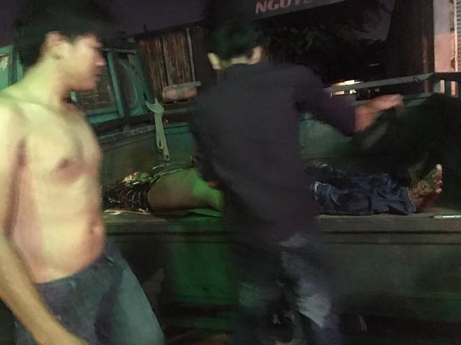 Bắt 2 đối tượng trong băng nhóm giang hồ Sài Gòn vác mã tấu chém gục 4 thanh niên trong phòng trọ - ảnh 1
