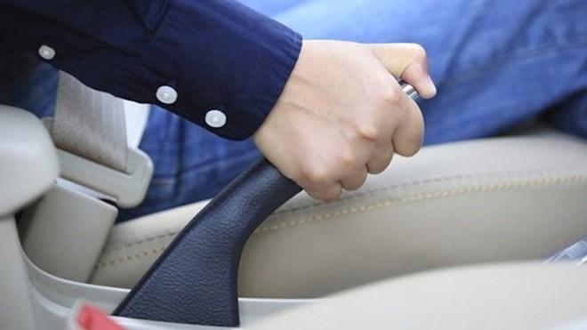 Những thói quen gây hại cho phanh xe ô tô - ảnh 1