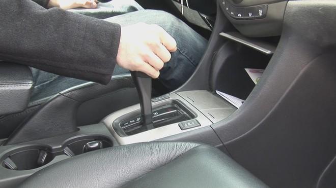 Những thói quen gây hại cho phanh xe ô tô - ảnh 3