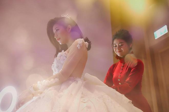 Chồng doanh nhân hạnh phúc gọi Vân Navy là my girl, khoe khoảnh khắc cô mặc váy cưới lộng lẫy như công chúa - Ảnh 8.