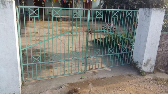 Chạy ra khỏi cổng trường mầm non, bé gái 4 tuổi bị xe ben cán tử vong - Ảnh 2.