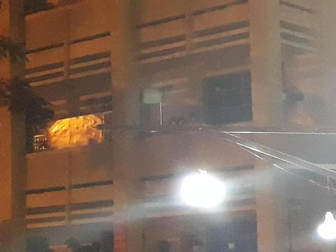 Gây hoang mang với bức hình 3 đứa trẻ xuất hiện trong đêm, chàng trai đăng ảnh mới lí giải tất cả - ảnh 1