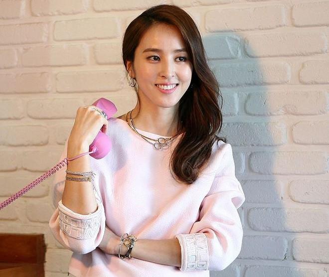 Vẻ ngoài xinh đẹp của nàng WAG hot bậc nhất Hàn Quốc - ảnh 11