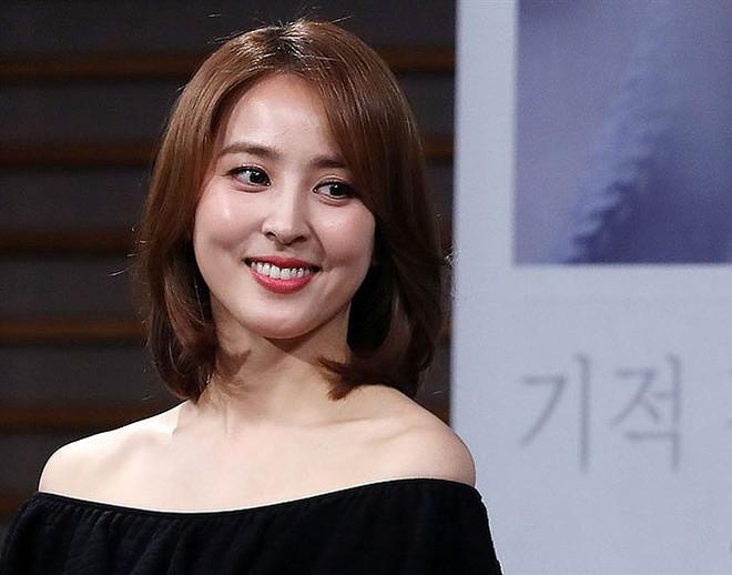 Vẻ ngoài xinh đẹp của nàng WAG hot bậc nhất Hàn Quốc - ảnh 5