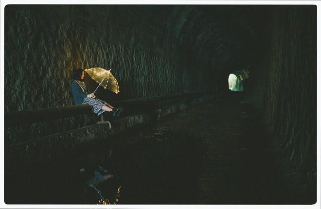 Đường hầm xe lửa Đà Lạt đẹp chẳng khác gì phim Em sẽ đến cùng cơn mưa được dân tình ầm ầm kéo đến check-in - ảnh 7