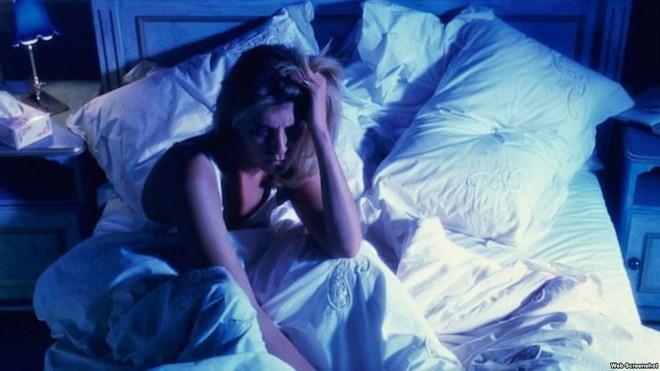 Mất ngủ, mệt mỏi thường xuyên: 6 thủ phạm khiến bạn thao thức suốt đêm, rã rời cả ngày - Ảnh 6.