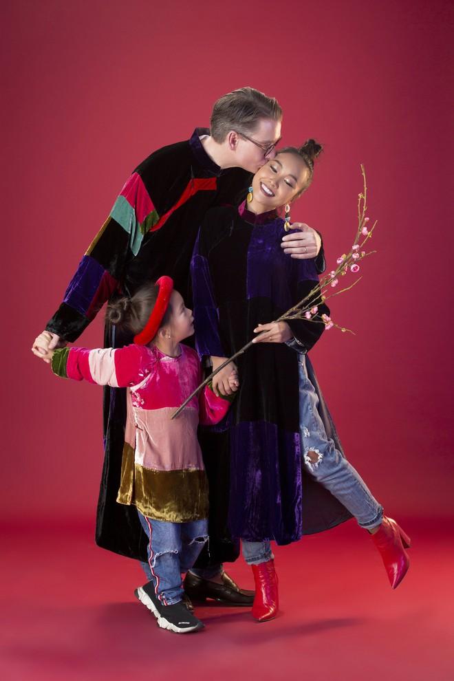 Con gái 5 tuổi của Đoan Trang tạo dáng chuyên nghiệp hơn cả mẹ - Ảnh 8.