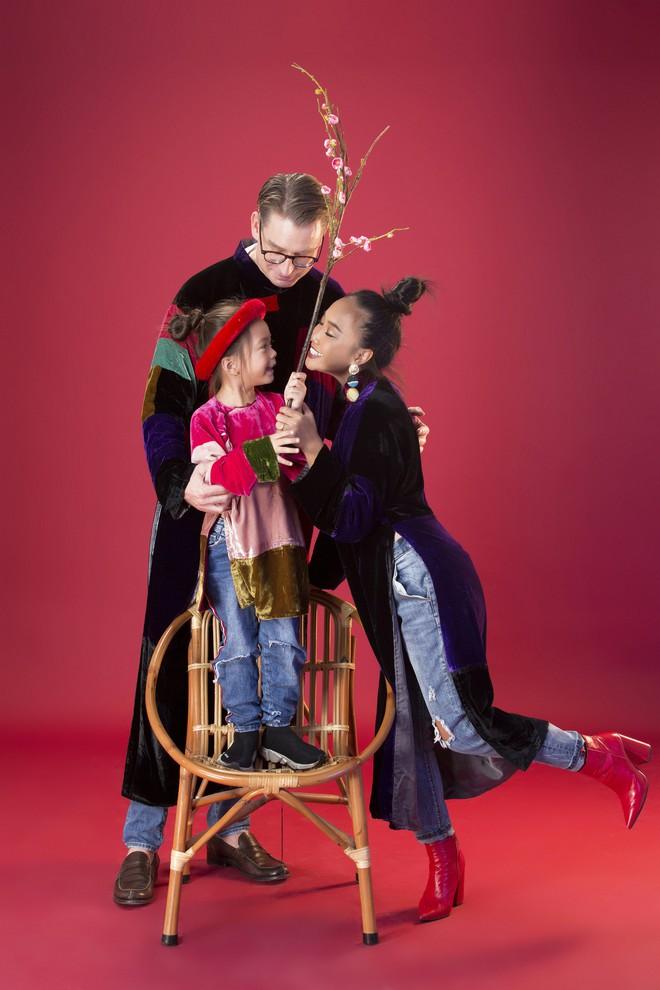 Con gái 5 tuổi của Đoan Trang tạo dáng chuyên nghiệp hơn cả mẹ - Ảnh 7.