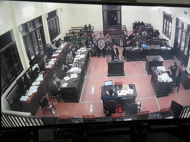 Vụ án chạy thận: Cấp trên phủ nhận trách nhiệm - cấp dưới khai ra tình tiết bất ngờ - Ảnh 2.