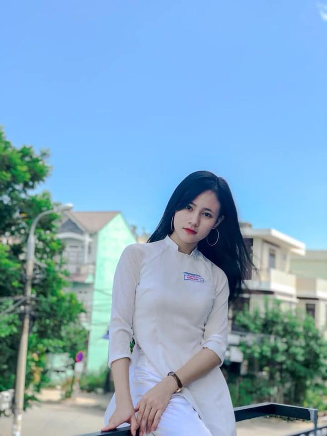 Nữ sinh Việt diện áo dài trắng: Người xinh đẹp trong trẻo xuất sắc, người quyến rũ với 3 vòng siêu chuẩn - Ảnh 2.