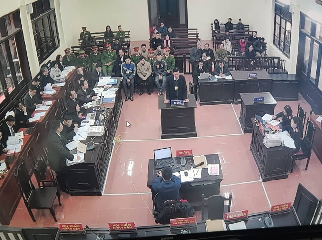 Xét xử BS Lương: Sau 3 năm thanh tra, BVĐK Hòa Bình vẫn thiếu kỹ thuật viên cho chạy thận! - Ảnh 1.