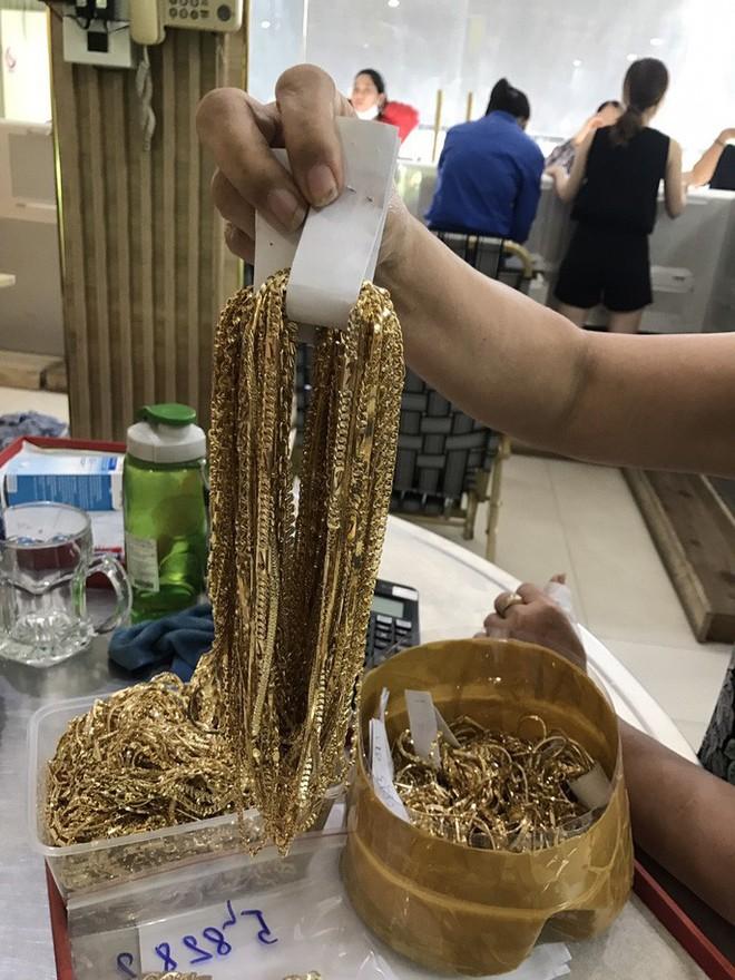 Giám đốc Công an Quảng Nam lên tiếng vụ 2 người bán 230 lượng vàng - Ảnh 1.