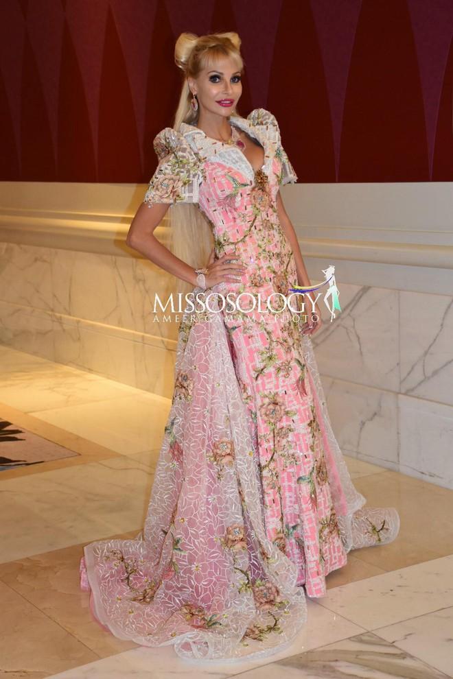 Đối thủ của Ngân Anh tại HH Liên lục địa: Là búp bê Barbie sống, tuổi 25 nhan sắc như U50 - Ảnh 1.