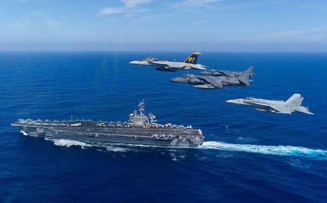 """Bắc Kinh """"sốt vó"""": Ông Pence điểm mặt Trung Quốc, hải quân Mỹ hừng hực khí thế hành động"""