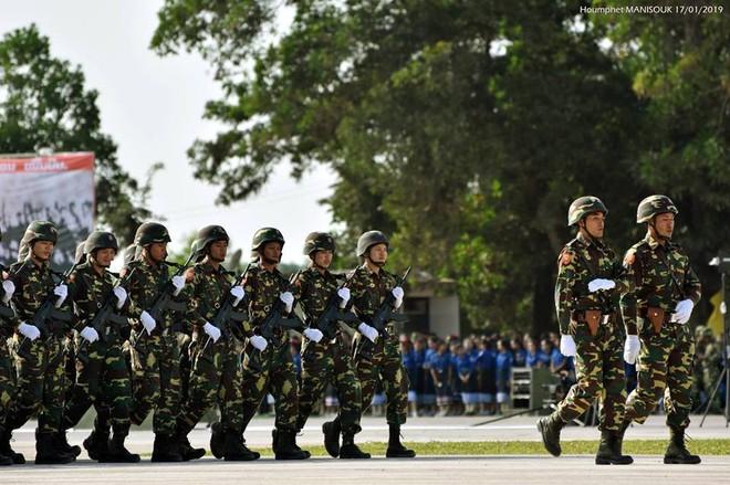 Tự hào vũ khí Made in Vietnam: Kiêu hãnh trong Lễ duyệt binh của Quân đội Lào - Ảnh 2.