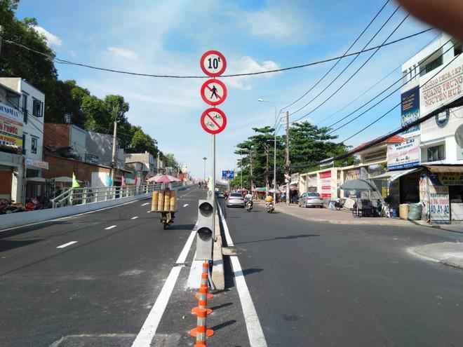 Cận cảnh cầu vượt 'giải cứu' kẹt xe ở cửa ngõ sân bay Tân Sơn Nhất - Ảnh 6.