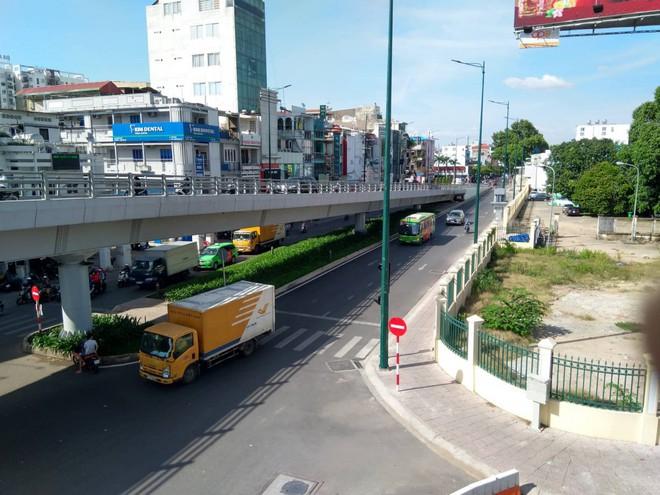 Cận cảnh cầu vượt 'giải cứu' kẹt xe ở cửa ngõ sân bay Tân Sơn Nhất - Ảnh 7.