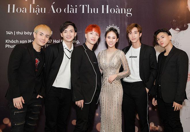 Hoa hậu Thu Hoàng xúc động trong tiệc mừng danh hiệu - Ảnh 5.