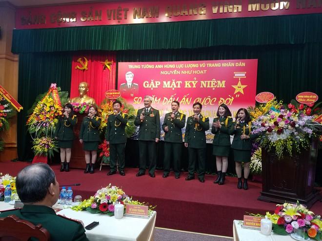 Đại tướng Phùng Quang Thanh ôn lại những phút giây hào hùng, hát mãi khúc quân hành mừng Trung tướng Nguyễn Như Hoạt - Ảnh 1.