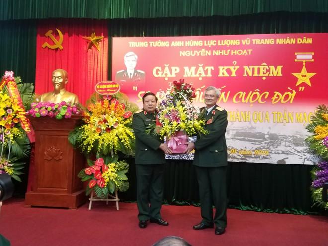 Đại tướng Phùng Quang Thanh ôn lại những phút giây hào hùng, hát mãi khúc quân hành mừng Trung tướng Nguyễn Như Hoạt - Ảnh 2.