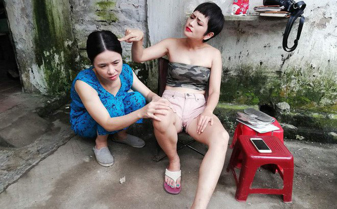 """Thúy An nói gì về trang phục """"siêu ngắn, siêu hở"""" trong phim Những cô gái trong thành phố?"""