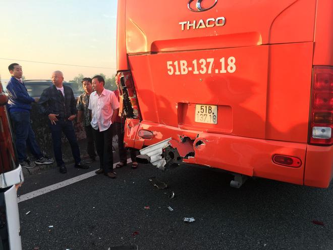 2 tai nạn liên tiếp trên cao tốc TPHCM – Trung Lương, hàng chục em nhỏ hoảng loạn kêu cứu - Ảnh 2.