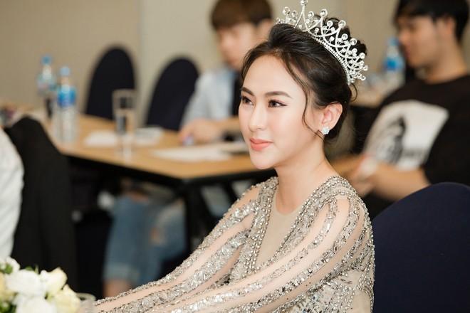 Hoa hậu Thu Hoàng xúc động trong tiệc mừng danh hiệu - Ảnh 8.