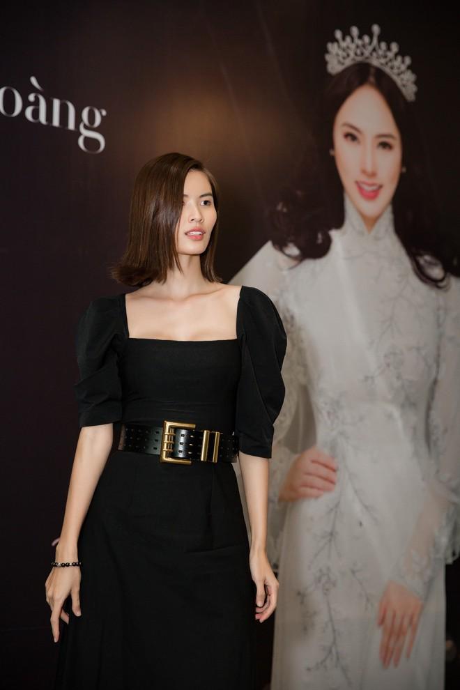 Hoa hậu Thu Hoàng xúc động trong tiệc mừng danh hiệu - Ảnh 3.