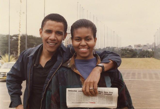 Ngọt ngào như cựu tổng thống: Ông Obama đăng ảnh thời còn hẹn hò để chúc mừng sinh nhật vợ 55 tuổi - Ảnh 1.