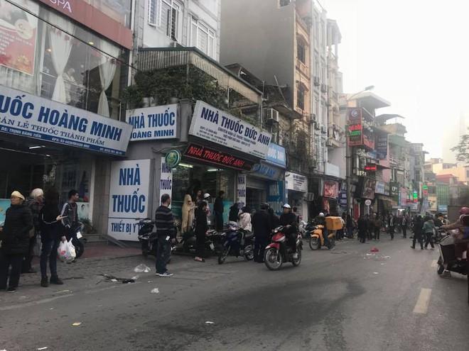 Xe điên tông nhiều xe máy, ô tô trên phố Hà Nội, cụ bà tử vong tại chỗ - Ảnh 5.