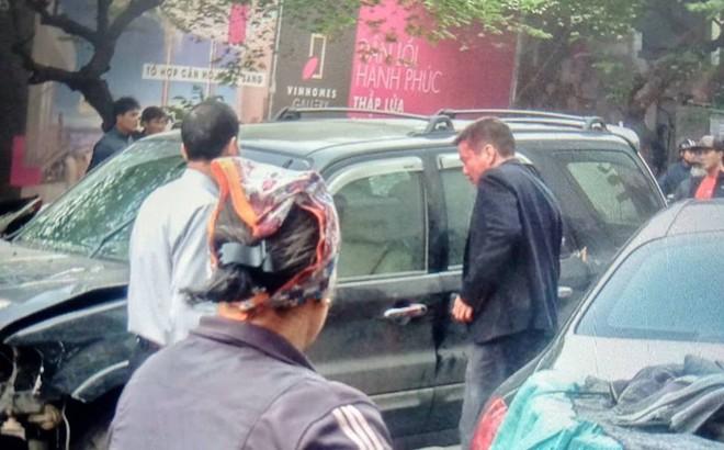 """Nhân chứng vụ tông xe liên hoàn trên phố Ngọc Khánh: """"Tài xế bước ra khóc rưng rức"""""""
