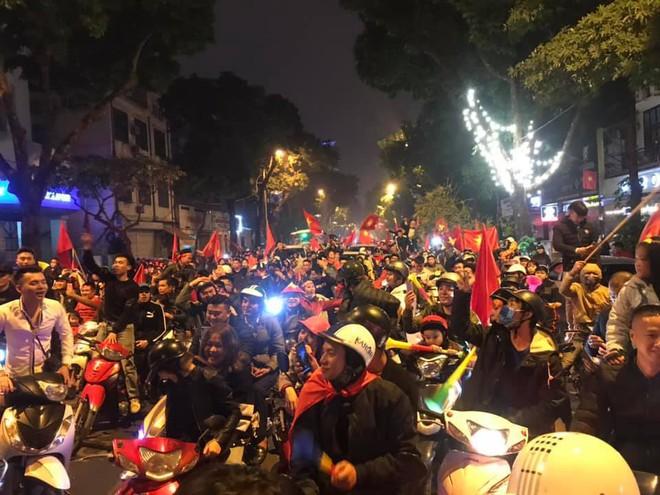 Đường Hà Nội tắc nghẽn, tuyển Việt Nam đã có 8 tỷ đồng thưởng nóng sau chiến thắng nghẹt thở với Jordan - Ảnh 4.
