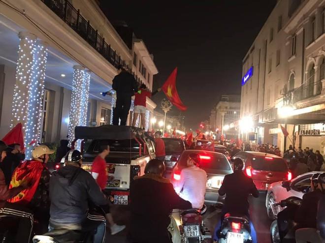 Đường Hà Nội tắc nghẽn, tuyển Việt Nam đã có 8 tỷ đồng thưởng nóng sau chiến thắng nghẹt thở với Jordan - Ảnh 1.