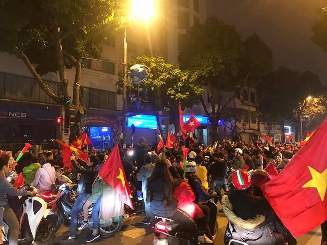 Đường Hà Nội tắc nghẽn, tuyển Việt Nam đã có 8 tỷ đồng thưởng nóng sau chiến thắng nghẹt thở với Jordan - Ảnh 2.