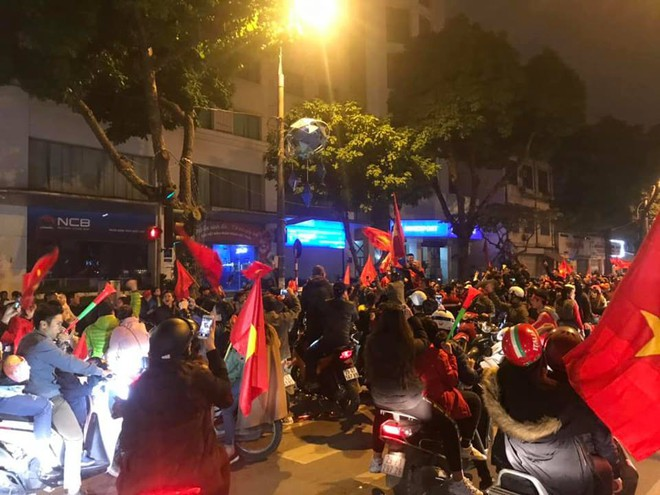 Đường Hà Nội tắc nghẽn, tuyển Việt Nam đã có 8 tỷ đồng thưởng nóng sau chiến thắng nghẹt thở với Jordan - Ảnh 3.