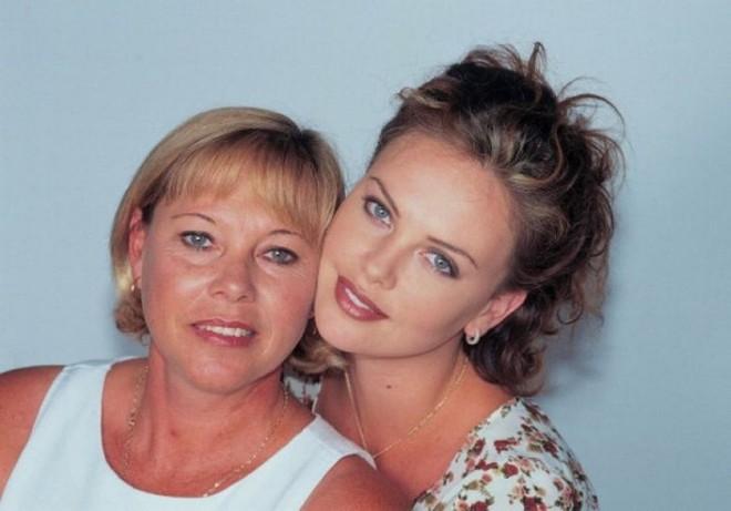 Mẹ ruột bắn chết bố và cuộc đời ly kỳ của bạn gái mới Brad Pitt - mỹ nhân xinh đẹp nhất thế kỷ 21 - Ảnh 5.