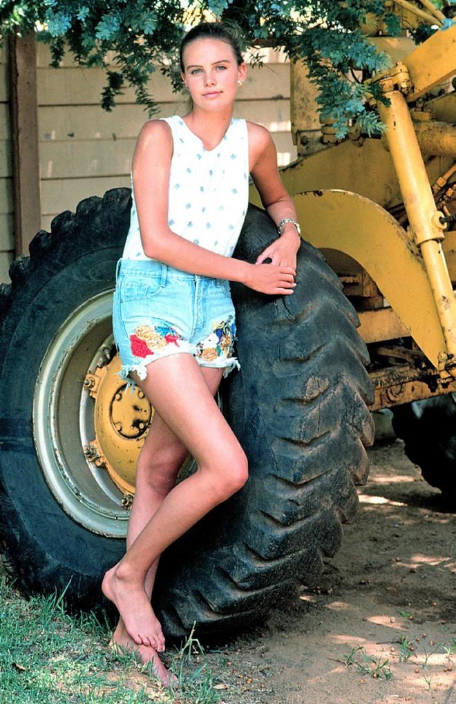 Mẹ ruột bắn chết bố và cuộc đời ly kỳ của bạn gái mới Brad Pitt - mỹ nhân xinh đẹp nhất thế kỷ 21 - Ảnh 9.
