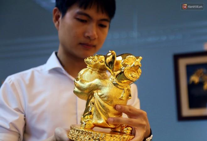 Tượng heo vàng giá hàng trăm triệu đồng được người Sài Gòn săn lùng để chơi Tết Kỷ Hợi 2019 - Ảnh 5.